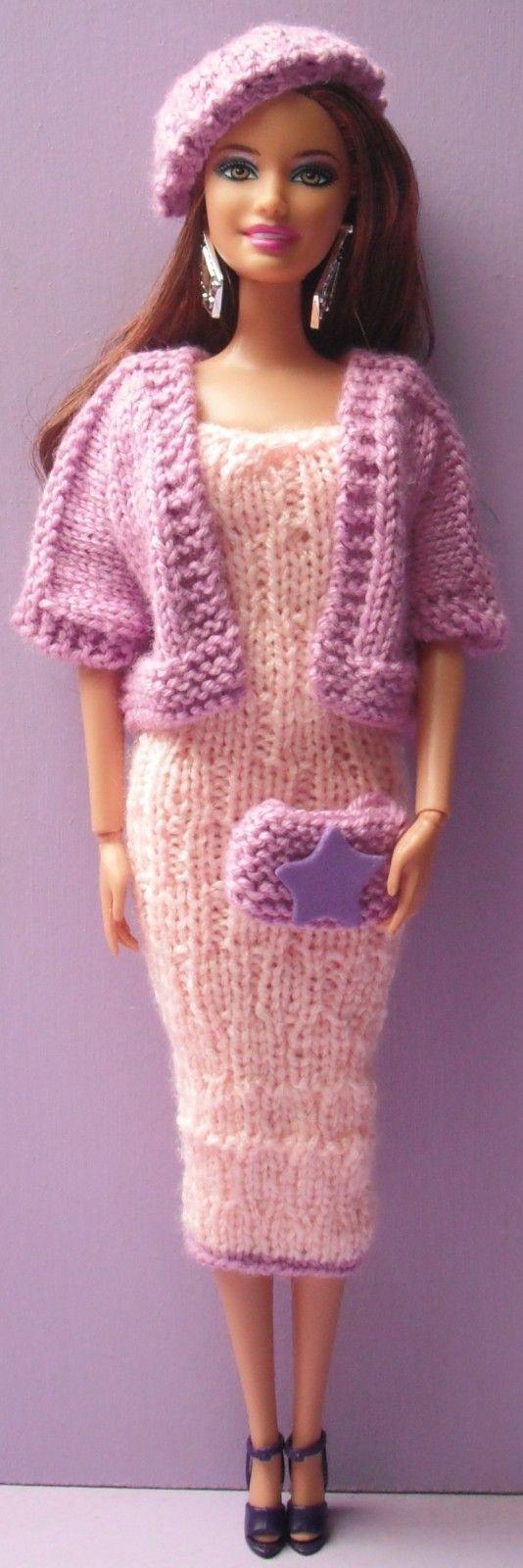 Si vous aussi vous souhaitez réaliser cet ensemble : La Robe : 127 La Veste : 88 Le Sac : A31 Le Béret : A59 Nb : Toutes les tenues pour Barbies ont été créées à partir des mensurations d'une Fashionista. A savoir que les Barbies normales sont un peu...