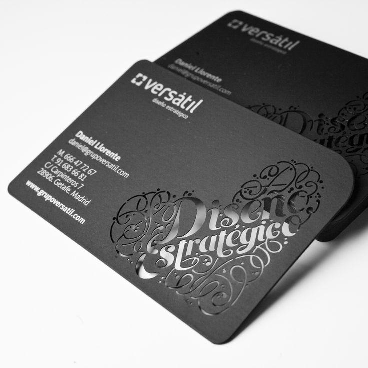 Diseño de tarjetas de visita del estudio de diseño y comunicación Versátil. Realizados con troquelado láser y tinta plata. Papel curious skin de ArjoWiggins Versátil es Diseño estratégico.