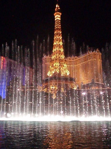 """Where to Find Discount Las Vegas Show Tickets"" will save you money on your honeymoon!"