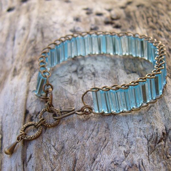 Sapphire Blue Glass Bead and Antique Gold Link Bracelet | Bracelets | Pinterest | Jewelry, Bracelets and Beads