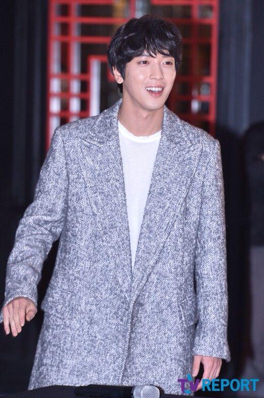 Jung Yong Hwa ( CNBLUE ) Fan Sign Event at IFC Mall, Yeouido, Yeongdeungpo-gu, Seoul  150125