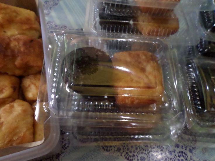 Aneka snack isian kue cokelat dan martabak kentang.