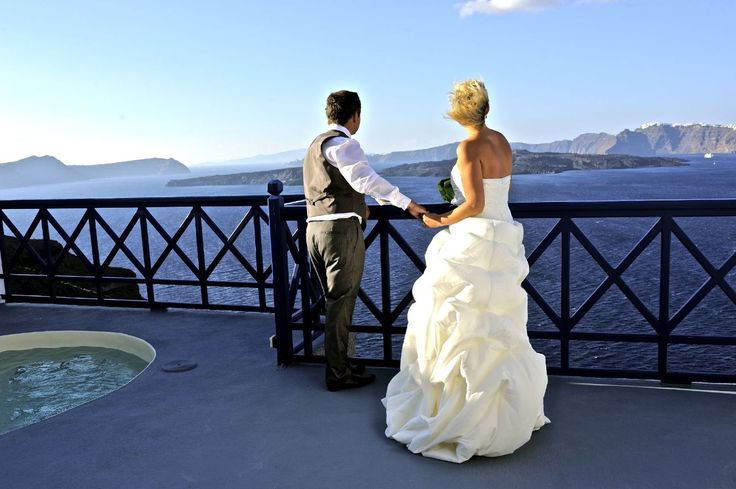Santorini is the perfect place for your luxury wedding. Astarte Santorini Suites