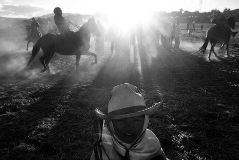 Una exposición caballo durante una celebración de San Francisco en la comunidad de Maras.