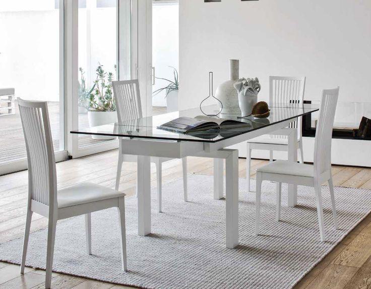 Elegancki włoski stół Hyber, połączenie szkła oraz drewnianej podstawy, różne wybarwienia i rozmiary stołu