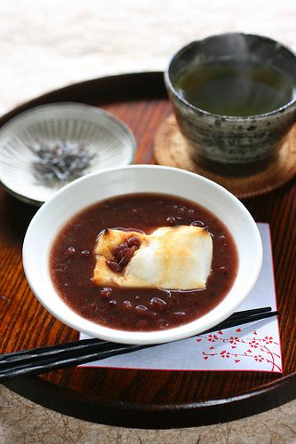 Japanese Zenzai (sweet azuki bean soup with grilled rice cake) ぜんざい