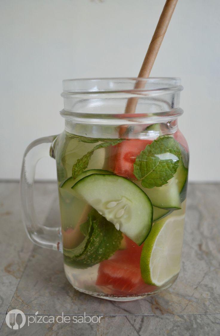 Agua con sandía, limón, pepino y menta www.pizcadesabor.com