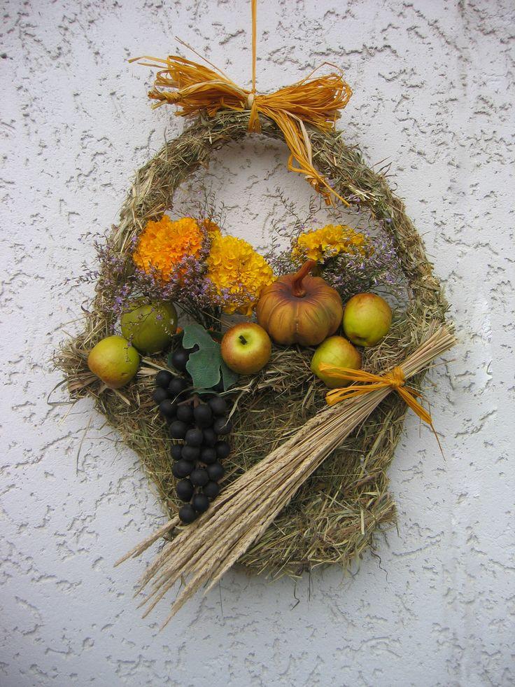 Herbstkorb aus Heu
