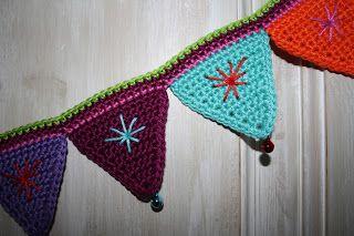Met dank aan Lucy van Attic24 voor het origineel ,   presenteer ik hier mijn versie van een vrolijke vlaggenlijn!         Vlaggetje:   H...