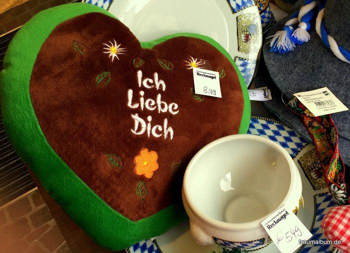 Ein Ruhekissen in Lebkuchen-Design ist vielleicht sehr praktisch, wenn man auf das Oktoberfest gehen will - mein Montagsherz