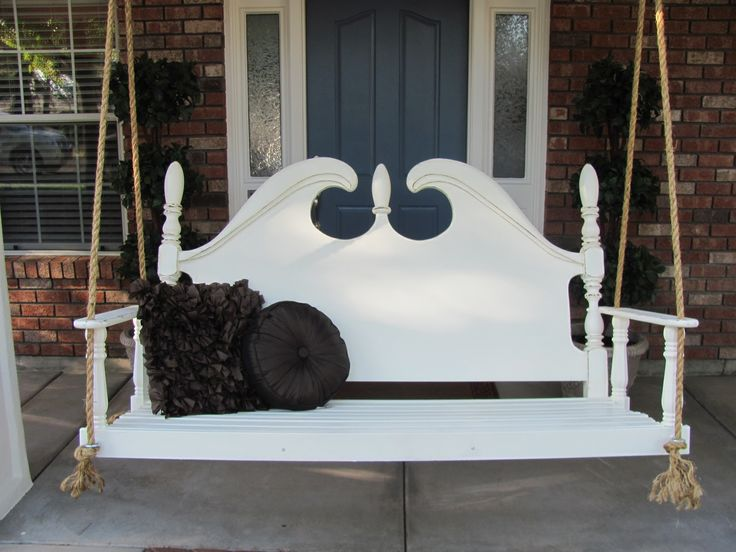 Great repurpose of a headboard!..Porch swing made from à headboard by Lady dutchy