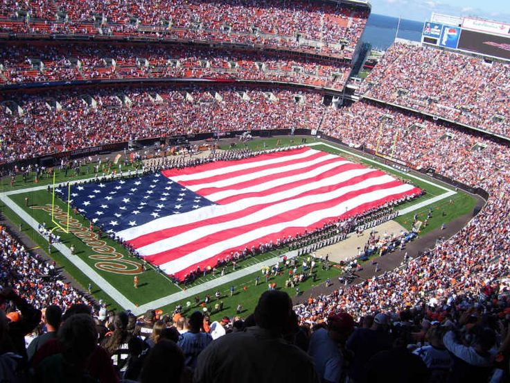IT IS A FALSE SOCIAL MEDIA RUMOR THAT holds that the NFL will be banning the playing of the U.S. national anthem in 2017.