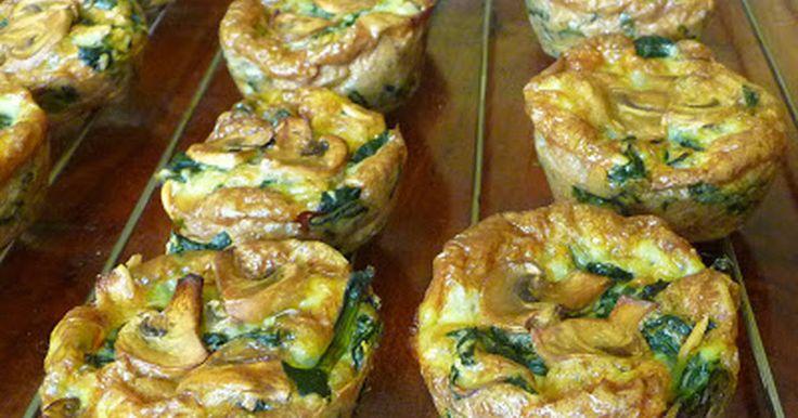 Fabulosa receta para Muffins de espinacas y champiñones. Sin gluten y bajo en carbohidratos. http://lacocineranovata.blogspot.com.es/2017/05/muffins-de-espinacas-y-champinones.html