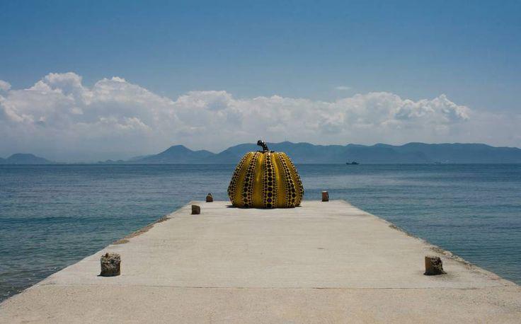 pumpkin sculpture on Naoshima island designed from Yayoi Kusama. Infos from Chichu art museum