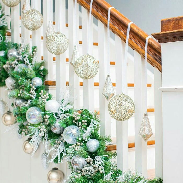 1000 ideas about christmas garland for stairs on for How to decorate a banister