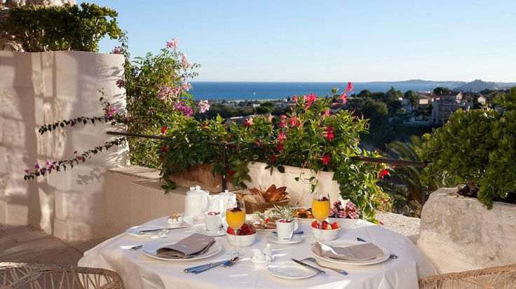 Breakfast with a sea view at Chateau Hotel Le Cagnard - Cagnes-sur-Mer, France
