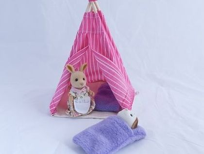 Wee teepee for Calico Critters!  And wee sleeping bags too!