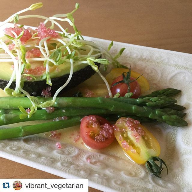 Spearlicious salad of avocado, asparagus and snow pea shoots dressed with olive oil and apple cider vinegar with homegrown tomatoes and lime 'caviar' from @vibrant_vegetarian  #freshandhealthy #seasonalfresh #farmtoplate #paddocktoplate #vegetarian #vego #vegan #aussiespears #australianasparagus #asparagus