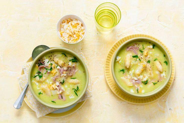 De prei haalt de smaak van de asperges nog meer naar boven - Recept - Allerhande
