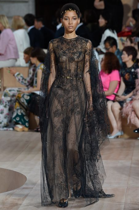Valentino faz desfile de alta-costura emocionante em Roma - Vogue | Desfiles