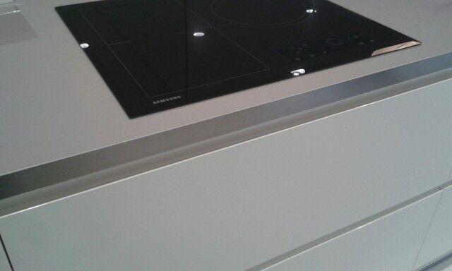 Super Silk Titanium Worktop Amp White Handleless Gloss In