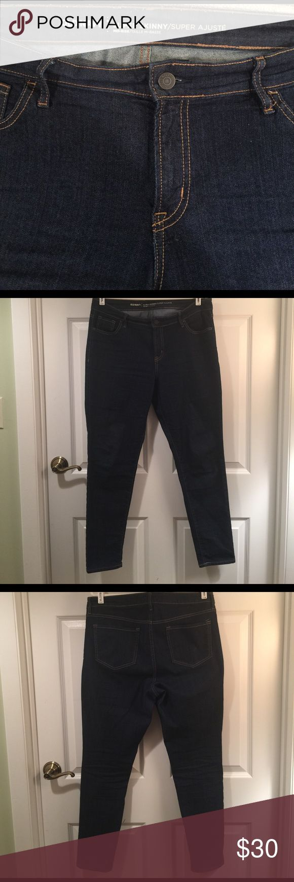 "Women's Old Navy Super Skinny Mid-Rise Jeans No rips, stains or holes. Inseam is approx 29"". Old Navy Jeans Skinny"