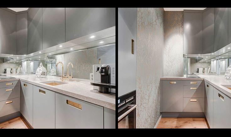 Vill man ha ett ljusgrått kök kan man göra som denna kund och välja färgen 3000-N, som är en neutral ljusgrå färg med grepp i mässing.