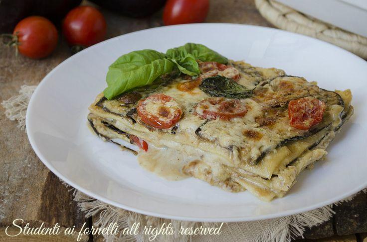 Lasagne melanzane e pomodorini leggere e gustose con melanzane grigliate e non fritte, formaggi e provola.