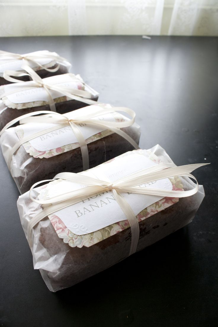 How to gift homemade bread using wax paper and twine img