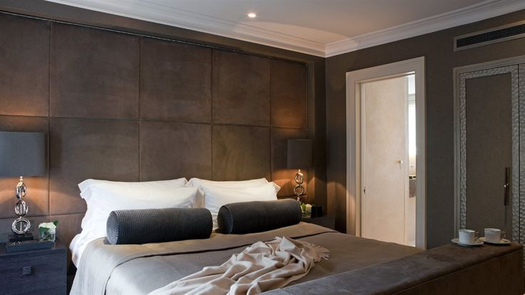 Rich chocolate suede padded wall with cappuccino and for Hotel chic decor
