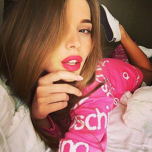 Image via We Heart It #cute #fashion #girl #hair #kiss #lips #makeup #style