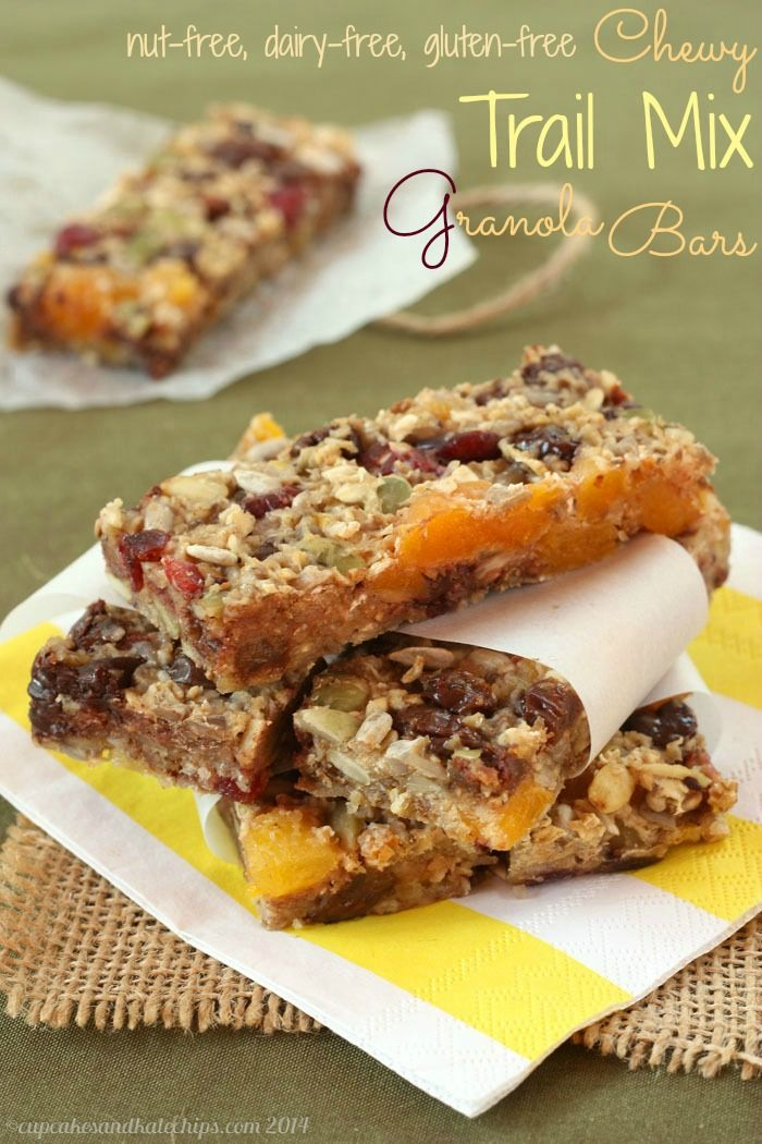 Chewy Trail Mix Granola Bars - a healthy snack for kids that is #nutfree #dairyfree #glutenfree | cupcakesandkalechips.com