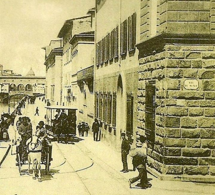 1910: Via dei Benci meets Lungarno Diaz and Ponte alle Grazie. Far away the Ponte Vecchio.