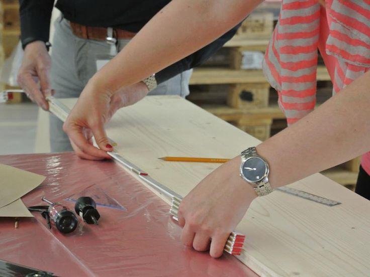 Möbelbauprojekt BERLINER HOCKER Design: Le-Mentzel | Müller & Blaschke | Actionpainting - Teambuilding - Kreativprojekt
