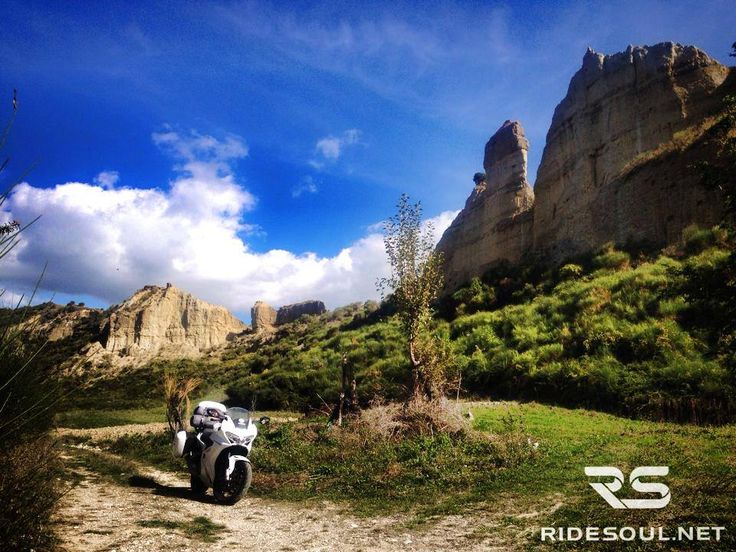 Doesn't it seem to be the typical canyon in America? It does but we are in Basilicata! #motorcycle #tour #italy