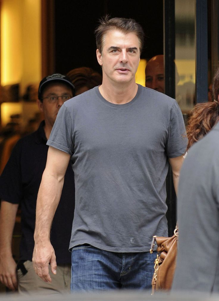 I'm not sure which is hotter...Chris Noth in a suit or Chris Noth in T-shirt and jeans...