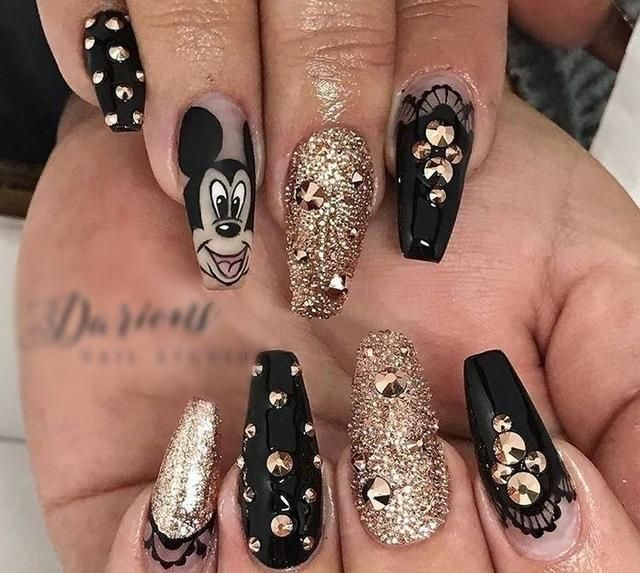 Stunning Black and Gold Nails Design in 2019