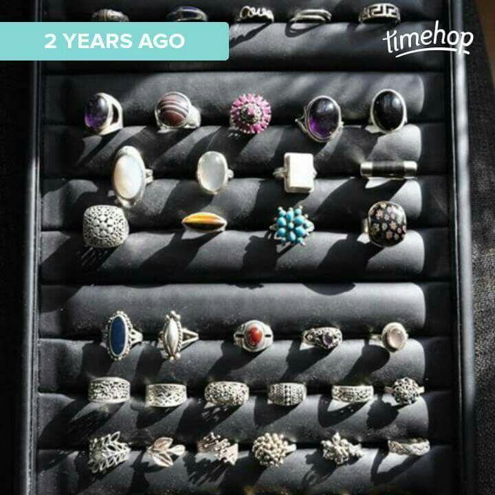 Mijn zilveren ringen verzamelung van mijn reizen naar Fiji Islands,Tahiti,Thailand, Australië, Costa Rica, Panama, Curaçao, Bali, India, Zweden en een aantal zelfgemaakte tihdens edelsmedencursus..
