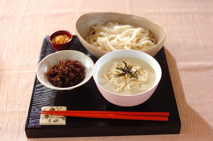 豆乳と生湯葉でクリーミーなつけ汁が完成!トッピングで食感をプラス!白みそ湯葉つけ麺/杉本 亜希子のレシピ。[和食/麺料理(そば、うどん等)]2010.01.18公開のレシピです。
