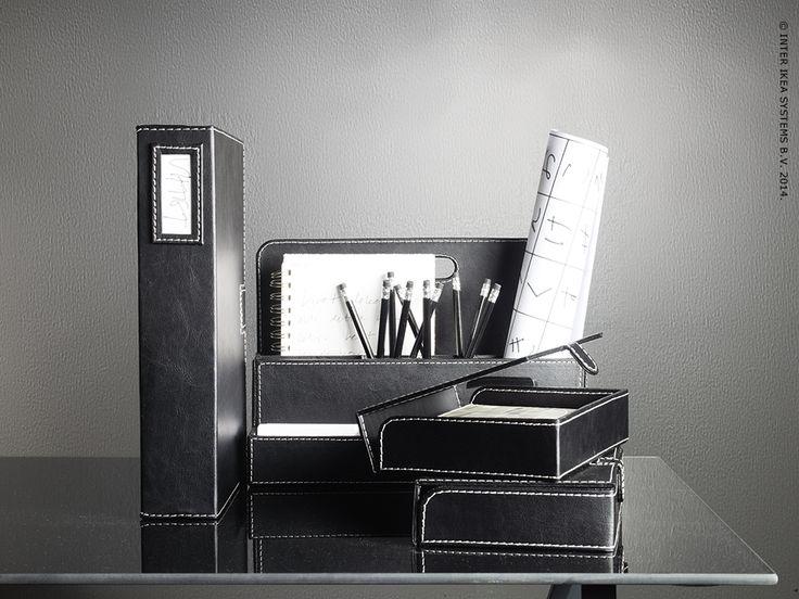 Ze voelen en zien er uit als echt leer, maar de RISSLA bureauaccessoires zijn gemaakt van 90% gerecycleerd papier.