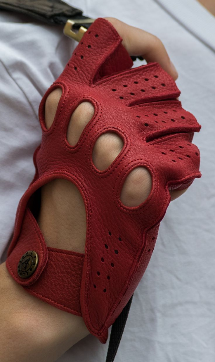 Deerskin leather gloves. Made in Hungary. alpagloves.com