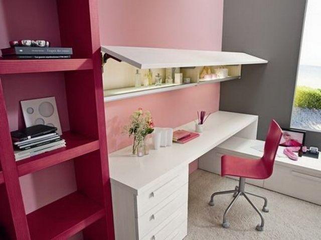 chambre ado fille bureau pratique avec une chaise étagères cyclamen