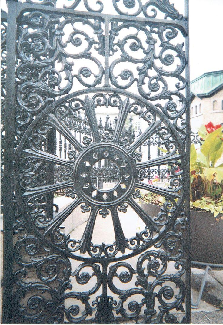 Porte en fer forgé, Église Notre-Dame, Vieux Québec .