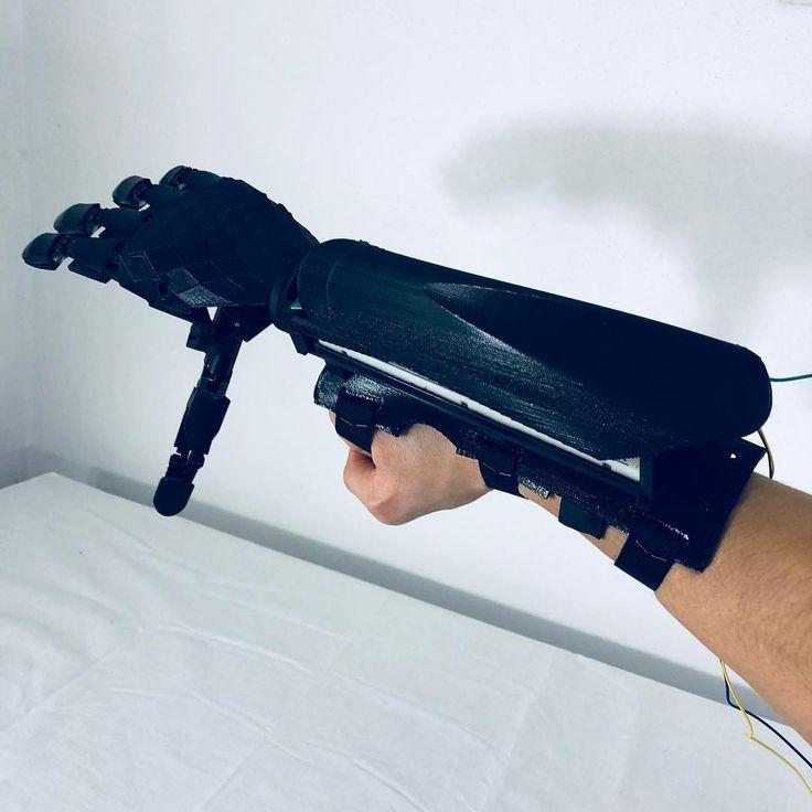 As part of me . #bionic #robot #design #DIY #industrialdesign #prosthetics #3dprint #3D #3dmodel #cyborg #mechatronics #medical #technology #maker #arduino #RaspberryPi #mechanics