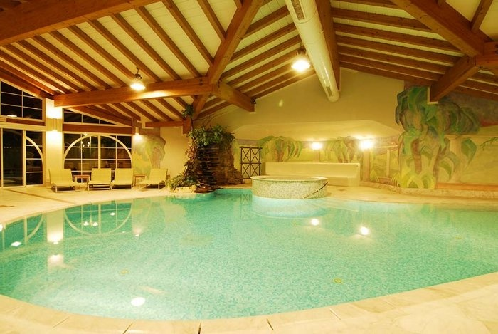 Indoor pool at 4* Lindenhof Style & Spa Resort http://www.lindenhof.it/dolce-vita-hotel-pool.en.htm