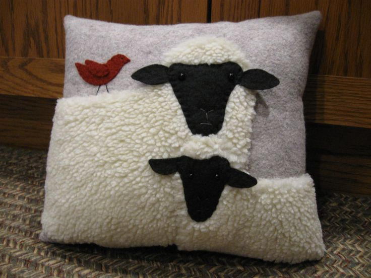 Sweet Lamb and Sheep Pillow Wool Applique Handmade Primtive                                                                                                                                                                                 Mais