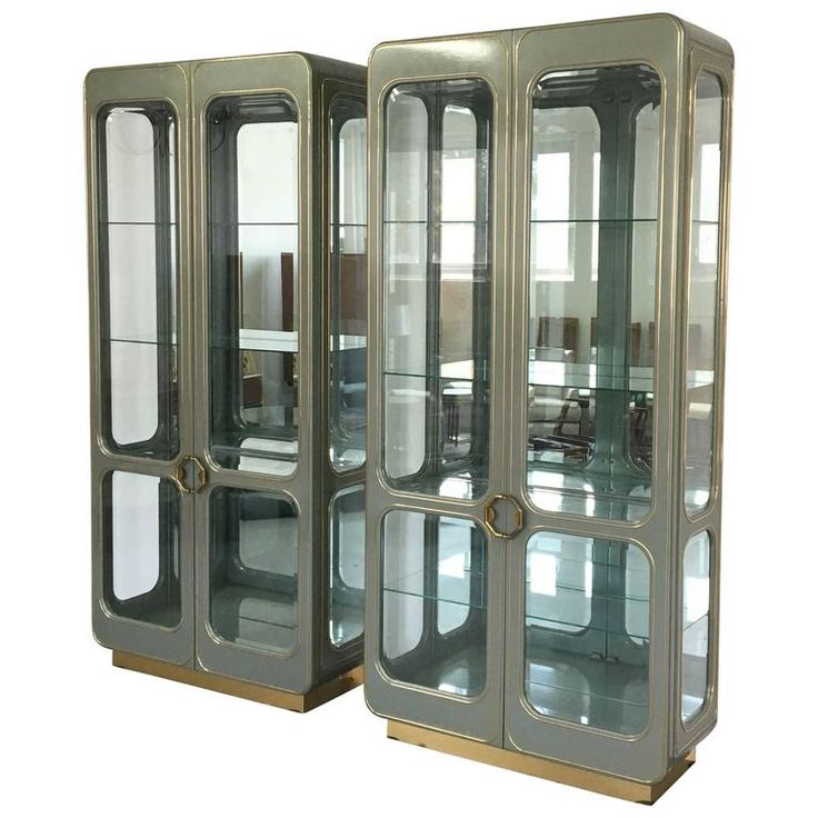 Mid-Century Mastercraft Vitrine Display Cabinets For Sale at 1stdibs