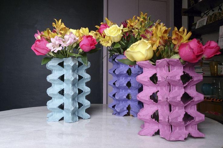 Vasos feitos com caixas de ovos - Por Erika Karpuk