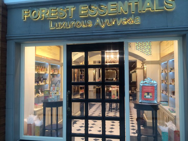 Forest Essentials : open back window display,variety display,promotional display