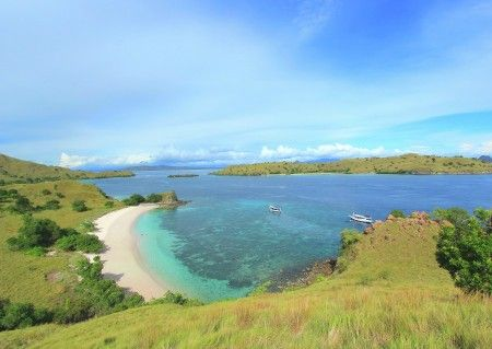Leonardus Nyoman: Pink beach located in Komodo island, can be reached for about 3.5 hours by boat from Labuanbajo west flores. it is the best place in Komodo national park for swimming, snorkeling and diving.